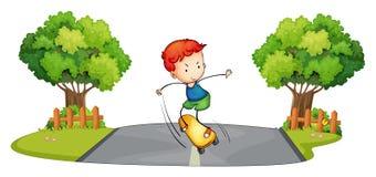 Een jongen die bij de straat met een skateboard rijden stock illustratie