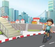 Een jongen die bij de weg biking royalty-vrije illustratie