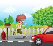 Een jongen die langs de weg lopen royalty-vrije illustratie