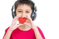 Een jongen en een rood hart Royalty-vrije Stock Afbeelding