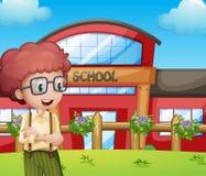 Een jongen met een schoolgebouw bij zijn rug royalty-vrije illustratie