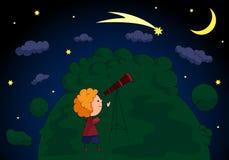 Een jongen met een telescoop die de komeet in het verstand van de nachthemel bekijken Royalty-vrije Stock Foto