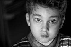 Een jongen met grote mooie ogen Stock Foto
