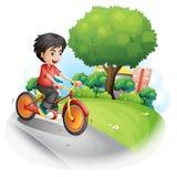 Een jongen met het rode overhemd biking stock illustratie