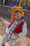 Een jongen met nationale doek Stock Foto's