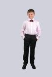 Een jongen op een grijze achtergrond Royalty-vrije Stock Foto