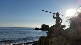 Een jongen op strand Stock Afbeeldingen
