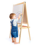 Een jongen trekt op een bord Royalty-vrije Stock Afbeeldingen