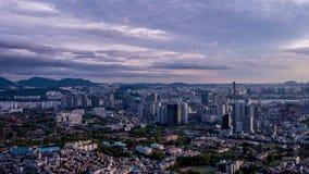 Een 4K Ultrahd-tijdtijdspanne van de Stadshorizon van Seoel in Zuid-Korea, Azië stock footage