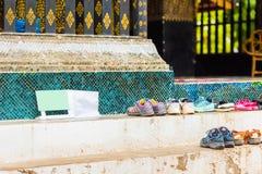 Een kader voor de tekst bij de ingang aan de tempel in Louangphab Royalty-vrije Stock Afbeeldingen