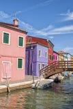 Een kanaal in Burano Stock Fotografie