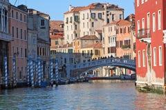 Een kanaal van Venetië - Italië Stock Afbeelding