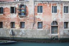 Een kanaal in Venetië in de Lente Stock Afbeelding