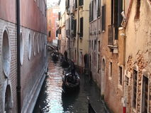 Een kanaalstraat in Venetië Stock Foto