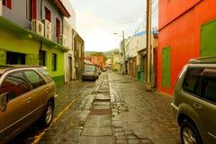 Een keiweg op een achterstraat in kingstown Stock Afbeelding