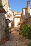 Een kenmerkende weg in Morcone, een stad in zuidelijk Itali? royalty-vrije stock foto's