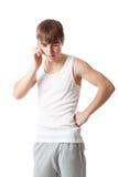 Een kerel spreekt aan de mobiele telefoon Royalty-vrije Stock Afbeelding