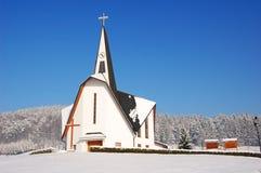 Een kerk bij de winter Royalty-vrije Stock Afbeeldingen
