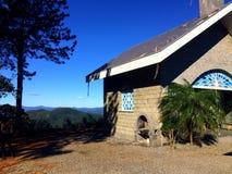 Een kerk in de bovenkant van de berg Stock Foto's