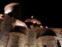 Een kerk in nacht stock fotografie
