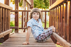 Een kind op de speelplaats Royalty-vrije Stock Foto's