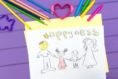 Een kind` s schets van een familie is geschilderd royalty-vrije stock afbeeldingen