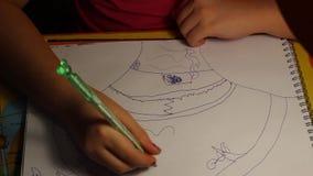 Een kind` s tekening stock videobeelden