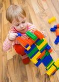 Een kind speelt Royalty-vrije Stock Afbeeldingen
