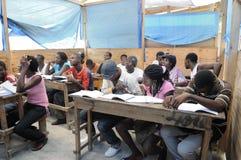 Een klaslokaal in Cite Soleil- Haïti. Stock Fotografie
