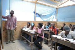 Een klaslokaal in Cite Soleil- Haïti. Royalty-vrije Stock Foto