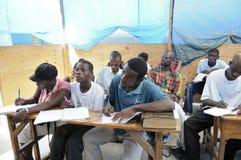 Een klaslokaal in Cite Soleil- Haïti. Stock Afbeelding