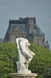 Een klassiek marmeren standbeeld in Parijs Stock Afbeeldingen
