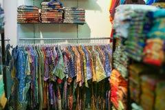 Een kledingstuk in opslag stock foto