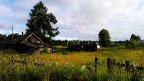 Een klein dilapidated huis stock foto's