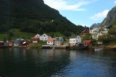 Een klein dorp in Gudvangen-fjord - Noorwegen royalty-vrije stock fotografie