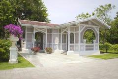 Een klein huis in het paleis van de klappijn bij Ayutthaya-Provincie Royalty-vrije Stock Afbeelding