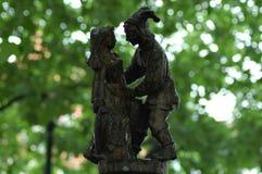 Een klein standbeeld die van paar met elkaar spreken Royalty-vrije Stock Foto