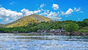 Een klein visserijdorp op de kust Stock Foto's