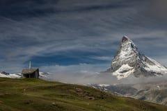 Een kleine bergkapel met Matterhorn Royalty-vrije Stock Afbeelding