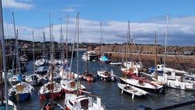 Een kleine haven in de Noordzee, Schotland Stock Foto's