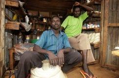 Een kleine kruidenierswinkelopslag, Oeganda Stock Afbeelding