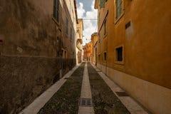Een kleine steeg in Verona royalty-vrije stock afbeeldingen