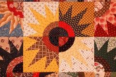 Een kleurrijke die ster barstte dekbedpatroon van driehoeken, vierkanten en cirkels wordt gemaakt royalty-vrije stock foto's