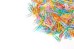 Een kleurrijke keurig geschikte paperclip isoleert op een witte backgro royalty-vrije stock foto's