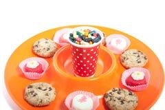 Een kleurrijke schotel met veel suikergoed Royalty-vrije Stock Foto's
