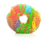 Een kleurrijke verglaasde doughnut met vlekken Stock Afbeelding