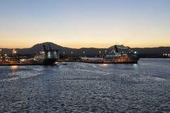 Een kleurrijke zonsondergang in OLBIA-haven Sardinige royalty-vrije stock foto's