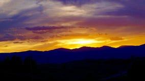 Een kleurrijke zonsondergang van Colorado stock foto's