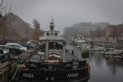 Een Kliniekboot dokte bij Frederiksholms-kanal in Kopenhagen royalty-vrije stock afbeeldingen