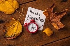 Een klok met de herfstbladeren Royalty-vrije Stock Afbeelding